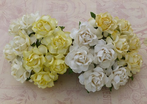 20 MIXED WHITE CREAM MULBERRY PAPER COTTAGE ROSES 25MM
